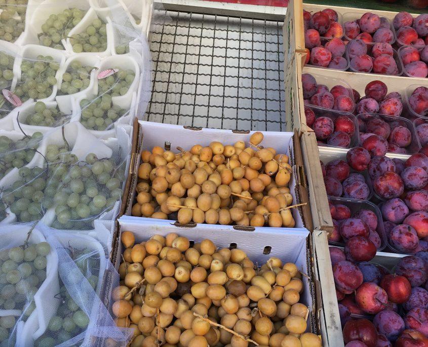 Berlin vegan - türkischer Supermarkt mit frischen Datteln